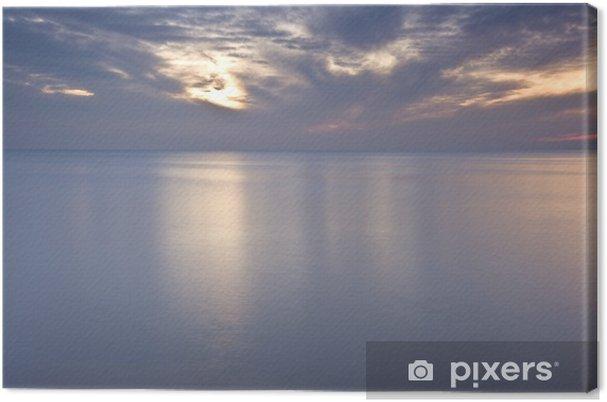 Obraz na płótnie Piękny ognisty zachód słońca blask odbicie w gładkiej morza - Niebo