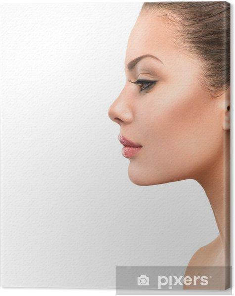 Obraz na płótnie Piękny profil twarz młodej kobiety z czystej świeżego skóry - Kobiety