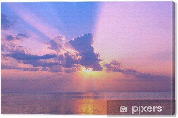 Obraz na płótnie Piękny różowy zachód słońca nad morzem - Niebo