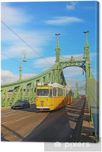 Obraz na płótnie Pomarańczowy tramwaj na moście Wolności w Budapeszcie - Europa