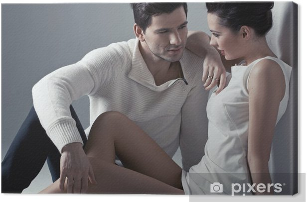 Obraz na płótnie Przystojny mężczyzna dotykania miękkiej skóry kobiety - Pary