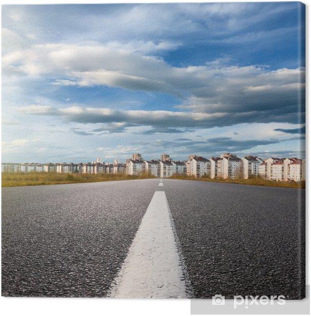 Obraz na płótnie Puste drogi. Wejście do miasta w słoneczny dzień - Pejzaż miejski