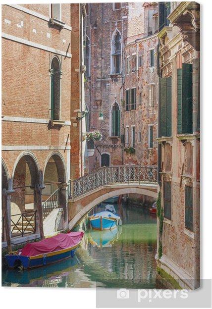 Obraz na płótnie Romantyczny kanał i most w centrum Wenecji, Włochy - Europa