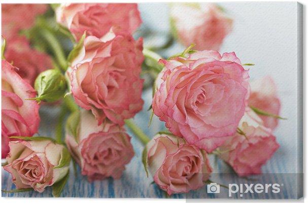 Obraz na płótnie Różowe róże bukiet na drewnianym stole - Szczęście