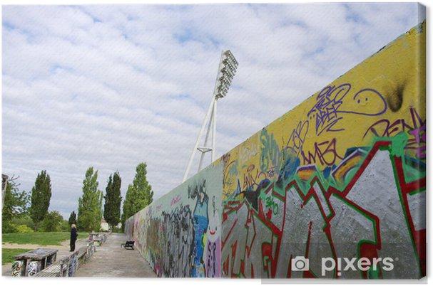 Obraz na płótnie Ściany pokryte graffiti wzdłuż stadionu, Berlin, Niemcy - Miasta europejskie