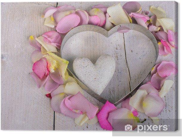 Obraz na płótnie Serce z płatków róż z małym sercu marmuru - Szczęście