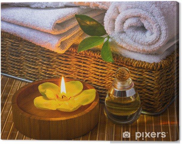 Obraz na płótnie Spa z ręcznikami i świeca - Zdrowie i medycyna