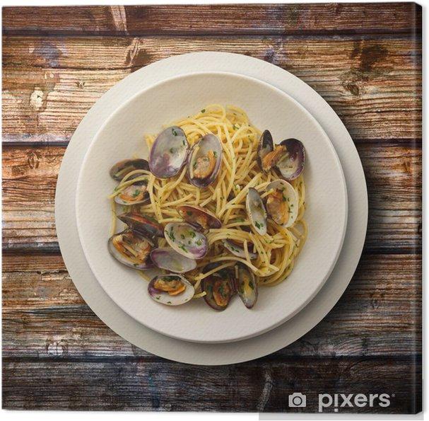 Obraz na płótnie Spaghetti z małżami na drewnianym tle - Tematy