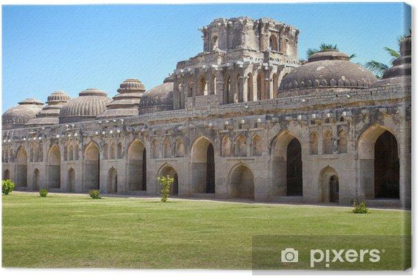 Obraz na płótnie Starożytne ruiny stajni słonia. Hampi, Indie. - Azja