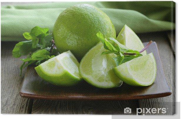 Obraz na płótnie Świeże wapna z zielonej mięty - posiekane i cała - Posiłki