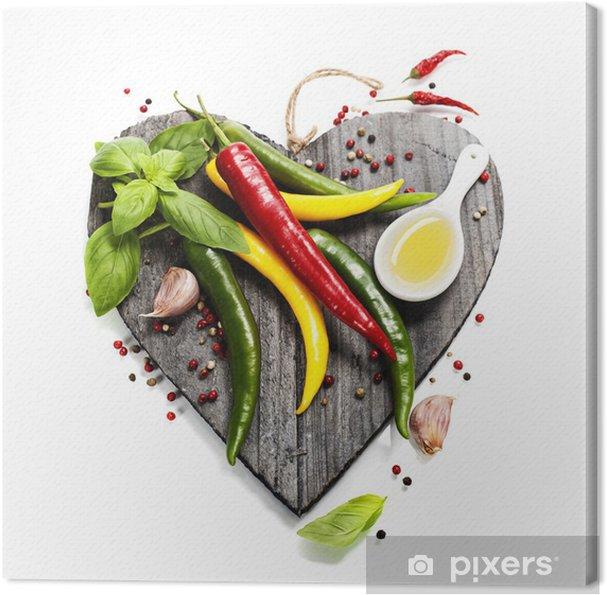 Obraz na płótnie Świeże warzywa na pokładzie cięcia w kształcie serca - Do kuchni