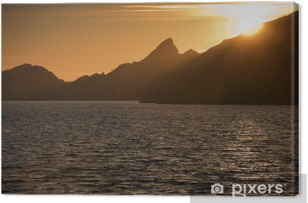 Obraz na płótnie Sylwetka góry - Woda