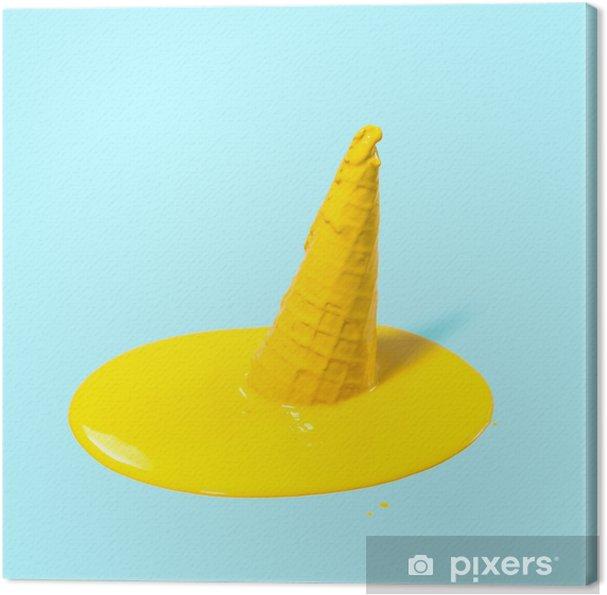 Obraz na płótnie Topiony żółty lody owocowe w róg gofra na jasnoniebieskim tle. letni nastrój. koncepcja kreatywna. - Styl życia