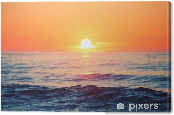 Obraz na płótnie Wschód słońca nad morzem - iStaging
