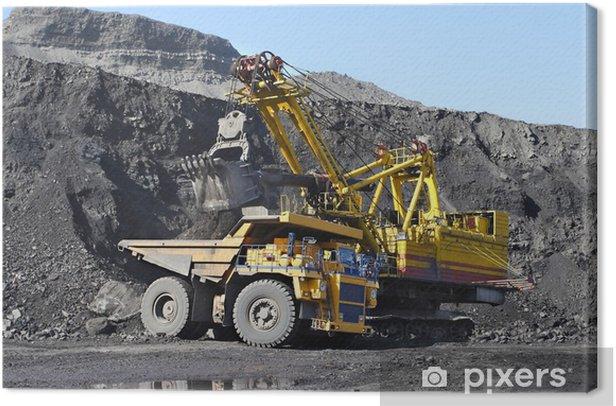 Obraz na płótnie Wydobywanie węgla. Pogłębiarka ładuje węgiel ciężarówki. - Surowce