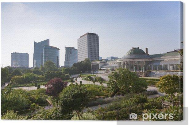 Obraz na płótnie Zabytkowe rzeźby i nowoczesnych budynków w parku - Europa
