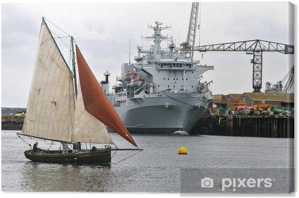 Obraz na płótnie Żaglówka i statek wojskowy - Transport wodny