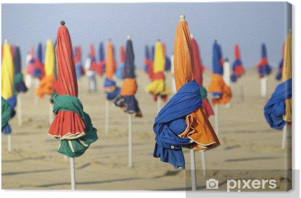 Obraz na płótnie Zamknięty parasole na plaży - Sprzedaż