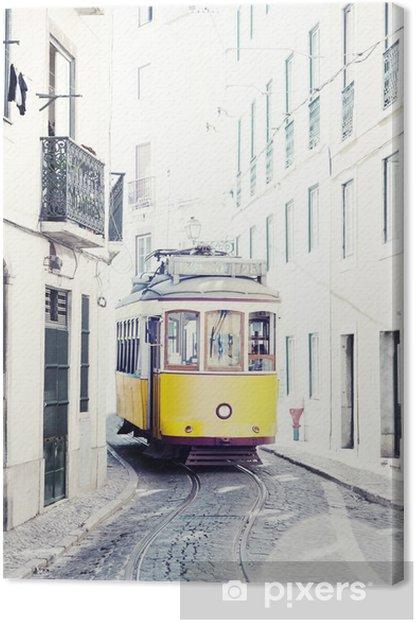 Obraz na płótnie Żółty starożytny tramwaj na ulicach Lizbony w Portugalii - iStaging