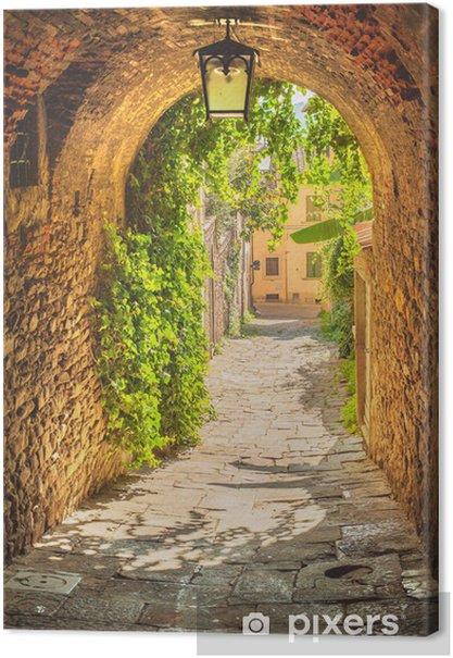 Obrazy premium Stare ulice średniowiecznego toskańskiego miasteczka - Wakacje