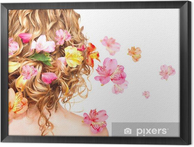 Obraz na płótnie w ramie Fryzura z kolorowych kwiatów. Pojęcie Pielęgnacja włosów. Widok z tyłu - Moda