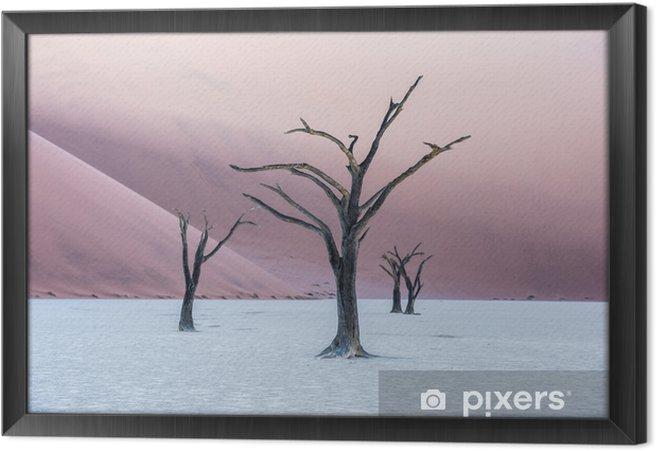 Obraz na płótnie w ramie Martwe drzewa wielbłądów i czerwone wydmy w deadvlei, sossusvlei, namib-naukluft national park, namibia - Podróże