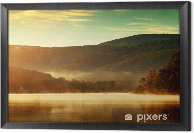 Obraz na płótnie w ramie Piękna jesień krajobraz, jezioro w porannej mgle - Tematy