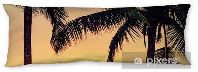 Oreiller de corps Silhouette cocotier et quelques personnes sur la plage de sable - Paysages