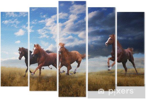 Pentaptych En liten hest hest hopper raskt over steppen - Dyr