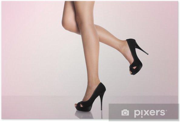 54dd9e67eba Ben med sorte højhælede sko på en lyserød baggrund Plakat • Pixers ...