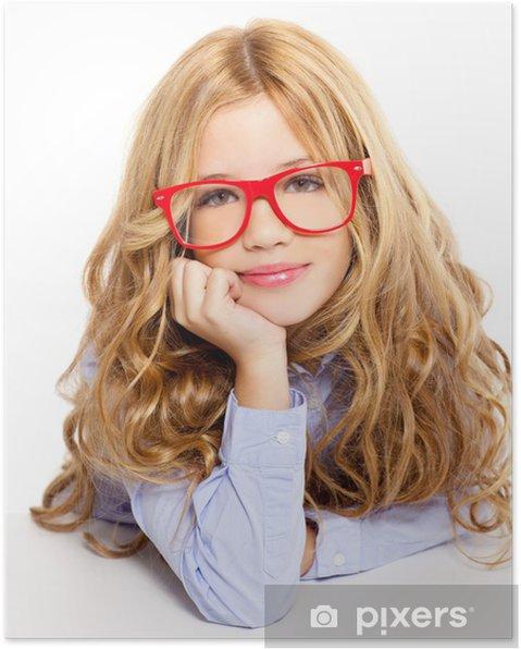 017163d6d542 Blond mode kid pige med briller portræt på hvidt Plakat • Pixers ...
