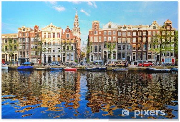 Canal hus i Amsterdam i skumring med levende refleksioner Plakat -
