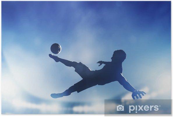 Fodbold, fodboldkamp. En spiller skyder på mål Plakat -