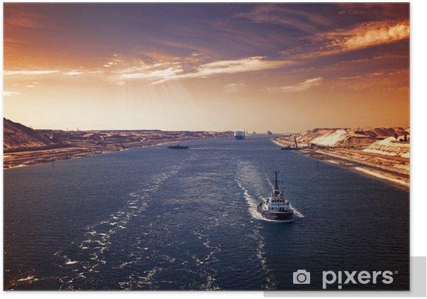 Plakat Abendstimmung im suezkanal - eine schiffskolonne durchfährt den neuen, östlichen erweiterungskanal - Transport