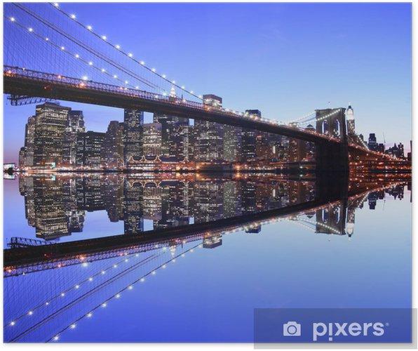 Plakát Brooklyn Bridge a Manhattan Skyline v noci, New York City - Brooklynský Most