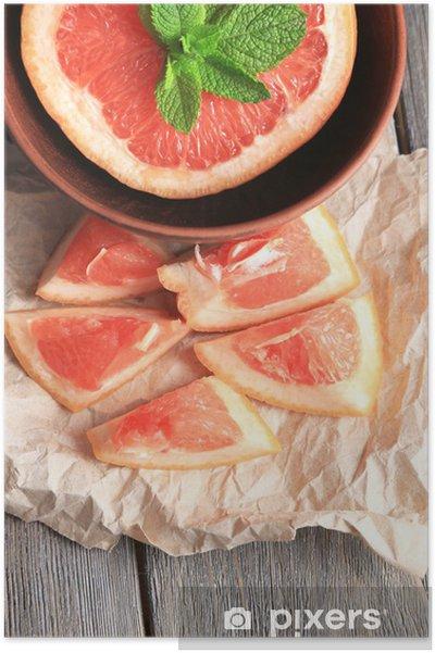 Plakát Část zralého grepu v misce, na dřevěném pozadí - Témata