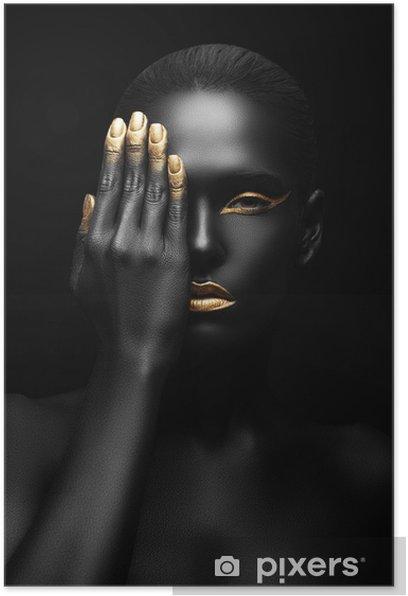 Plakat Ciemnoskóra kobieta z golden make-up. -