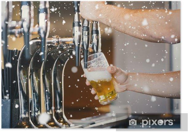 Plakat Composite obraz BUFETOWA ramion ciągnąc kufel piwa - Ludzie w pracy