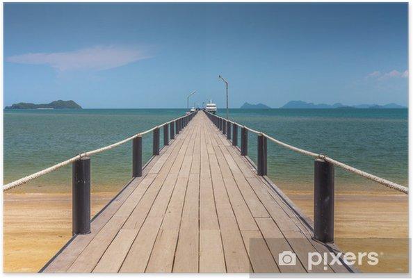 Plakat Drewniany most na pięknej plaży w słoneczny dzień - Infrastruktura