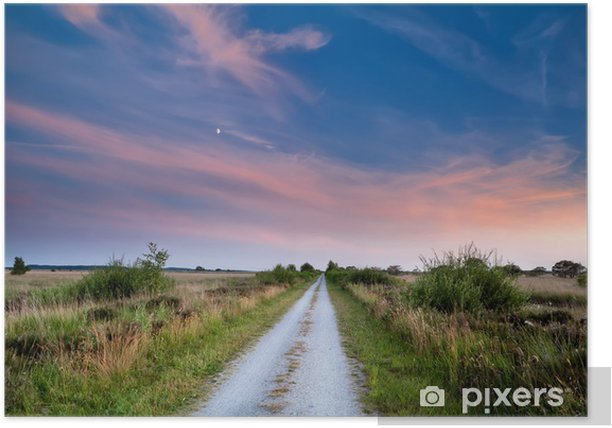 Plakat Dróg wiejskich na zachodzie słońca - Niebo