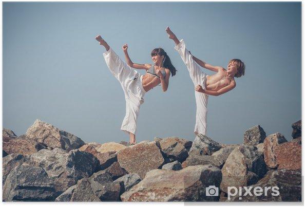 Plakat Dzieci karate szkolenia na kamiennym wybrzeżu - Tematy