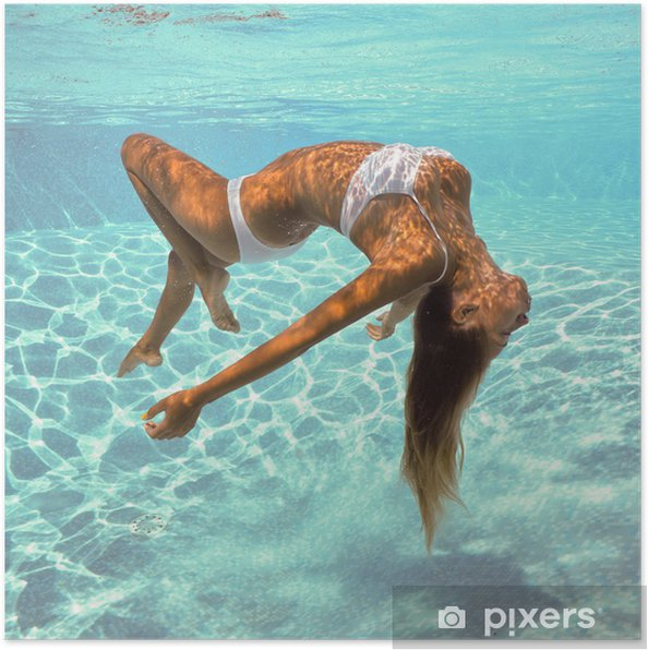 Plakat Dziewczyna pozowanie pod wodą z białym bikini. - Uroda i pielęgnacja ciała