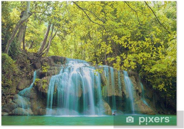 Plakat Głęboki las wodospad w Parku Narodowym wodospadu Erawan - Azja