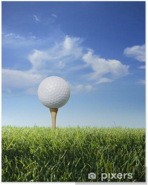 Plakát Golfový míček na odpališti v trávě pohledu zblízka - Individuální sporty