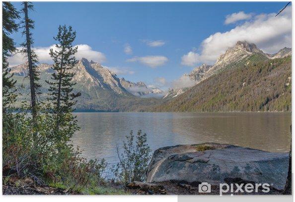Plakat Idaho las i górskie jezioro z chmury - Góry