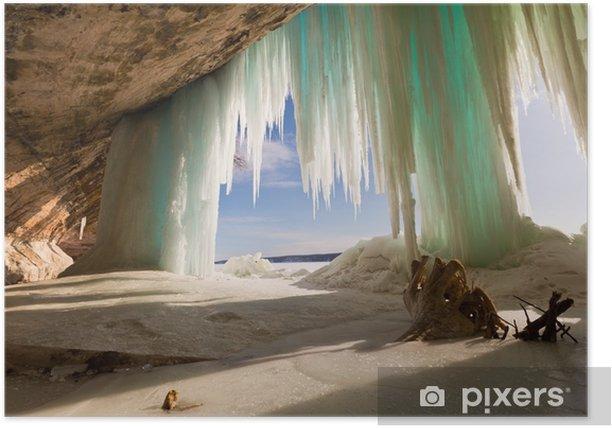 Plakat Jaskinia morska za lodowymi zasłonami na wielkiej wyspie nad jeziorem superior w pobliżu munisingu - Krajobrazy