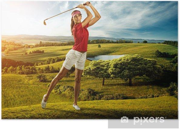 Plakat Kobieta golfa uderzając piłkę w pięknej scenerii - Golf
