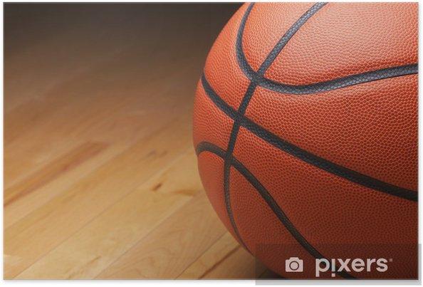 Plakat Koszykówka strzał z bliska na drewnianej podłodze siłowni - Koszykówka