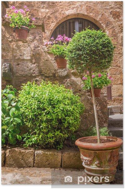 Plakát Krásná kamenná veranda plné rostlin ve starém městě - Evropa