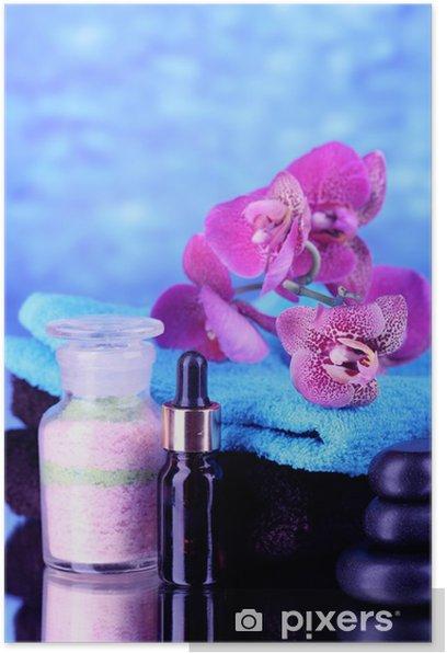 Plakát Krásný lázeňský nastavení se orchidej na modrém pozadí - Květiny